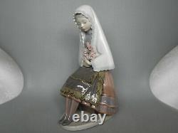 Lladro Figurine 5127 Girl Sitting With Roses Bambina Seduta Con Rose