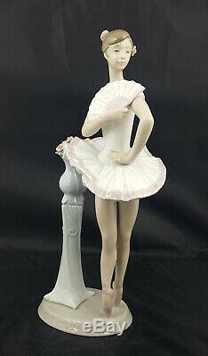 Lladro Figurine En Pointe Ballerina Model No. 6371