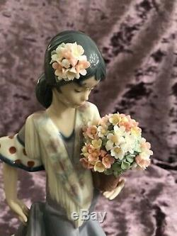 Lladro Figurine Flor Maria Spanish Dancer With Pot Full Of Flowers