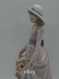 Lladro Figurine Flowers in the Basket- Pristine 5027 Made in Spain