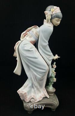 Lladro Figurine Geisha Girl Mayumi Model 1449 Damaged