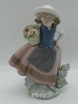 Lladro Figurine Girl with Flower Basket Sweetscent 5221 Made in Spain