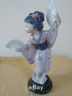 Lladro Figurine Japanese lady Geisha Girl with Fans boxed 30 cm high
