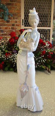 Lladro Figurine Lady walking the Pekinese 37cm or 14.5 inches High