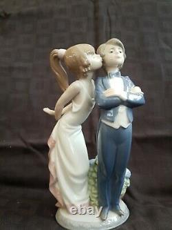 Lladro Figurine Lets Make Up Boy Girl Kissing 5555 Juan Huerta Lladró