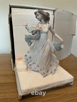 Lladro Figurine Model No. 06193 Summer Serenade