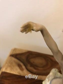 Lladro Figurine Momi (01001529)
