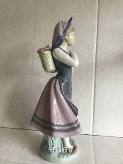 Lladro Figurine Natures Bounty 1417 Dutch Girl in Clogs with Basket Flowers