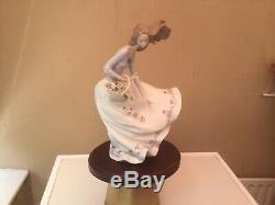 Lladro Figurine Petals On The Wind #6767