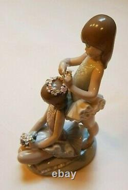 Lladro'First Ballet' No 5714. Girl ballerinas with flowers Excellent Condition
