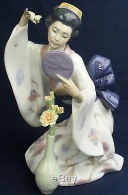 Lladro Geisha MIRROR MIRROR model 6748 produced 2001-2011