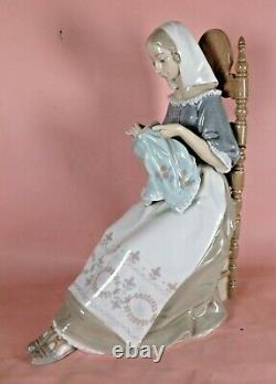 Lladro Glazed Porcelain Figurine Embroiderer 48658 Woman Sitting Sewing Perfect