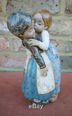 Lladro Gres The Little Kiss #12086
