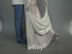 Lladro Happy Anniversary 6475 Kissing Couple