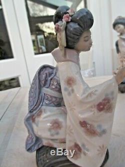 Lladro Japanese Geisha Kneeling Picking Flowers #1450 Kiyoko