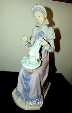 Lladro Lady Sewing A Trousseau Figure # 5126