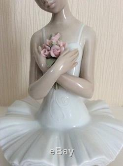 Lladro Lladró Figurine Ballerina Girl with Flowers First Ovation 6998 with Box