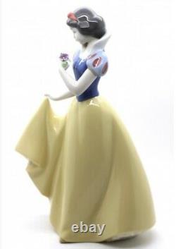 Lladro Nao Disney Princess Snow White Ornament Figurine