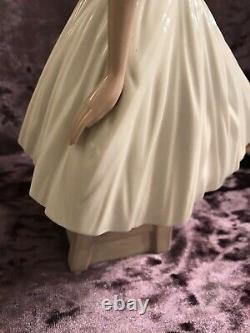 Lladro Nao Figurine Ballerina Ballet Dancer Seated/resting
