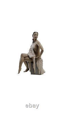 Lladro Nude with Shawl 01012536