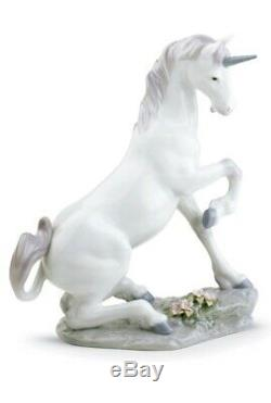 Lladro PRIVILEGE FIGURINE Magical Unicorn produce 3rd/11th/2004