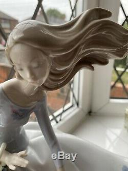 Lladro Petals In The Wind 6767 BOXED