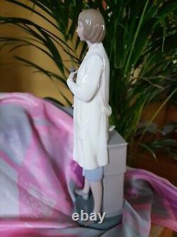Lladro Porcelain FEMALE DOCTOR 1982 Vintage