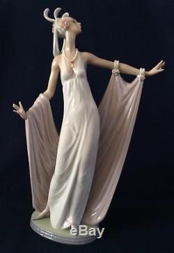 Lladro Porcelain Figurine GRAND DAME Lady 1568 Vintage Retired 1992 Solemne Dama