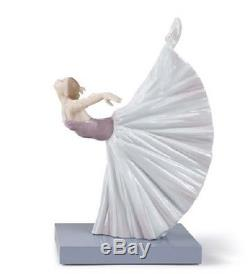 Lladro Porcelain Figurine Giselle Arabesque 1008475