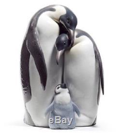 Lladro Porcelain Figurine Penguin Family 01008696
