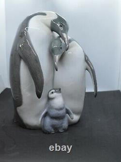 Lladro Porcelain Figurine Penguin Family 01008696 Was £630 Now £535.50