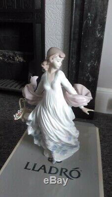 Lladro Porcelain Figurine Sprng Splendor 05898 Mint Condition