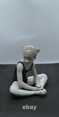 Lladro Porcelain Figurine Thinking Of My Debut Was £245 Now £208.00