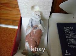 Lladro Porcelain santa Santa's busiest hour 06779