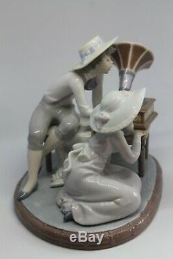 Lladro Porelain figure Music Time 1988 # 5430 Undamaged