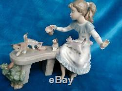 Lladro (Rare)Meal Time, Girl Feeding Kittens 6109 Retired