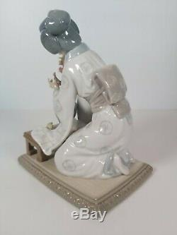 Lladro Retired Figurine 4840 Japanese Girl Decorating, Appr. 19cm Tall