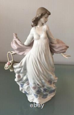 Lladro Spring Splendor Lady No 5898