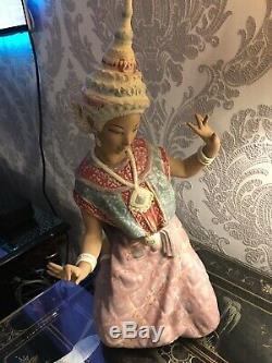 Lladro Thai (Siamese) Lady Kneeling Now Retired Piece