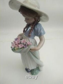 Lladro bountiful blossoms no. 6756 in beautiful condition, no cracks or chips