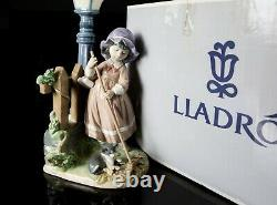 Lladro -fall Clean Up- Large Figure Model 5286 Girl Cat Raking Leaves Lamp Boxed