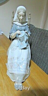 Lladro figurine Insular Embroideress by Salvador Furio