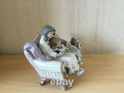 Lladro figurine girl reading to child with dog on the couch model 5735 (1990)