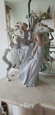 Lladro figurine large. Genuine. LIBERTY AND PEACE
