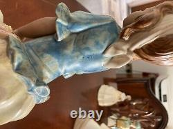 Lladro gres lady figurine holding a hat
