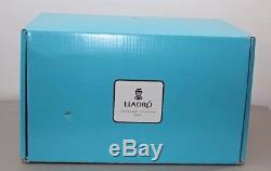 Lladro of Spain Love Blossoms Couple Figurine Collectable Porcelaine Art China