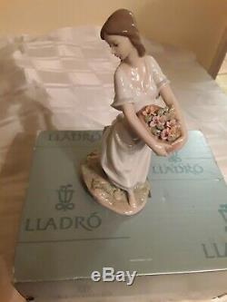 Lladro privilege figurine Garden of Athensyear 2006