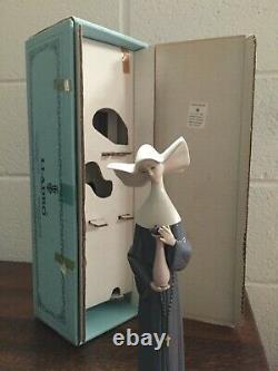 Lladro retired figurine 5550 Nun with Vase, Exc Cond Original box. V Rare 1989-