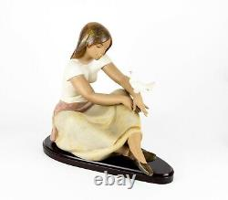 Lladro -watching The Dove- Large Gres Girl Lady Figure Model 13526, Boxed