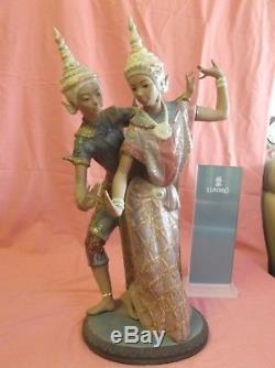 Magnificent Lladro GRES L12058 The Thai Couple Very Tall Piece 20 inches